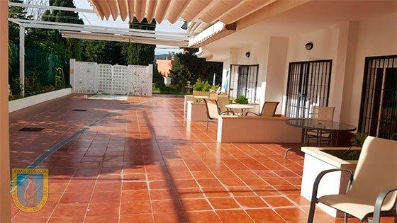 Residencia San Enrique de Guadiaro terraza
